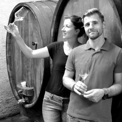 Katja in Gregor v vinski kleti